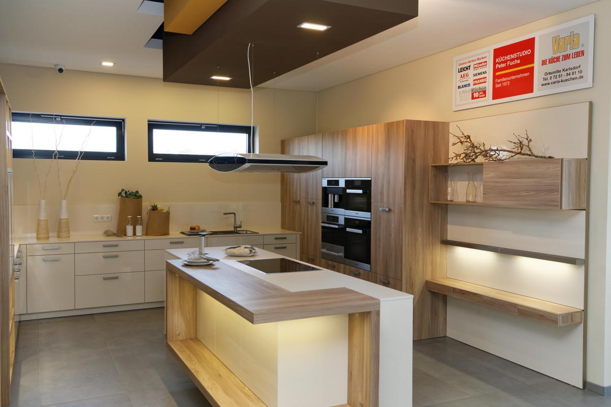 moderne leicht premium k che mit au ergew hnlicher ausstattung varia k chenstudio peter fuchs. Black Bedroom Furniture Sets. Home Design Ideas