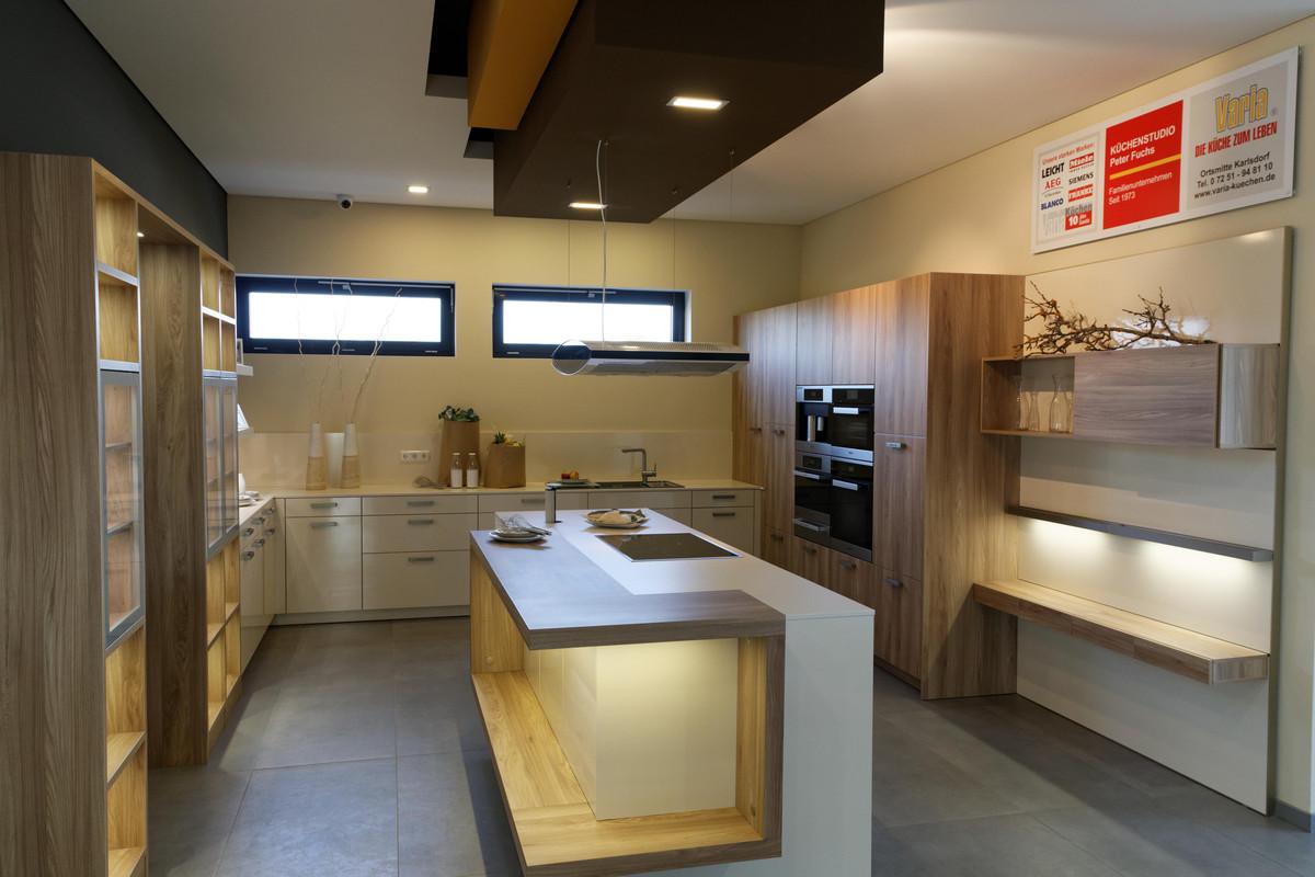 Sehr Moderne Leicht Premium-Küche mit außergewöhnlicher Ausstattung GY82