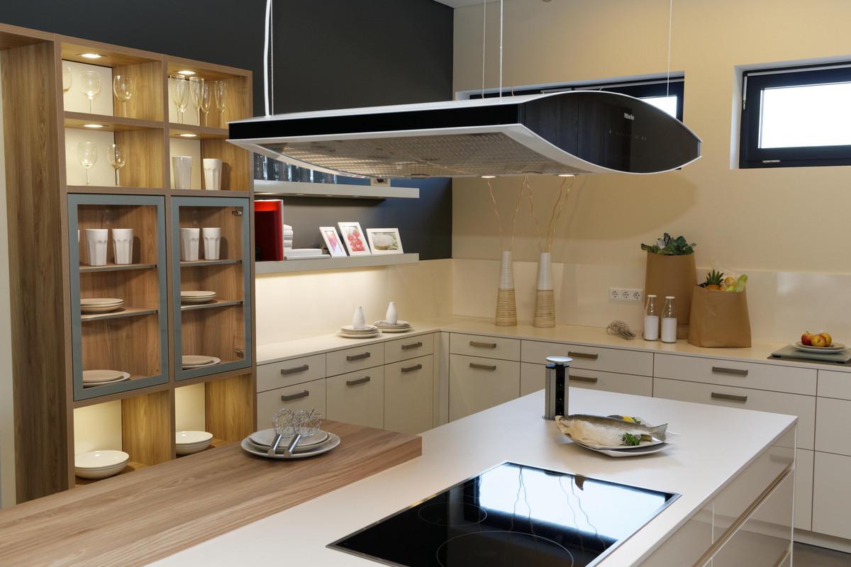 Moderne Leicht Premium-Küche mit außergewöhnlicher Ausstattung ...